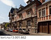 Купить «Вид старой улицы города Компьень во Франции», фото № 3001662, снято 3 июня 2011 г. (c) Anna P. / Фотобанк Лори