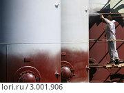 Купить «Покрасочные работы на производстве», фото № 3001906, снято 30 мая 2011 г. (c) yeti / Фотобанк Лори