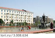 Ташкент. Дети купаются в городском фонтане (2009 год). Редакционное фото, фотограф Татьяна Нафикова / Фотобанк Лори