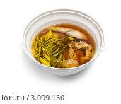 Купить «Суп с рыбой и овощами, глубокая чашка, белый фон», фото № 3009130, снято 19 марта 2011 г. (c) Николай Забурдаев / Фотобанк Лори