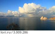 Купить «Байкал. Остров Ольхон. Красивое отражение облаков в воде. Скала Шаманка и кораблик, плывущий в Хужир», видеоролик № 3009286, снято 5 декабря 2011 г. (c) Виктория Катьянова / Фотобанк Лори