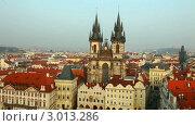 Купить «Вид на старую Прагу, Чехия», видеоролик № 3013286, снято 5 декабря 2011 г. (c) Гурьянов Андрей / Фотобанк Лори