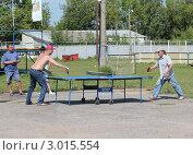 Купить «Настольный теннис на улице», фото № 3015554, снято 13 августа 2011 г. (c) Илья Матвеев / Фотобанк Лори