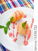 Купить «Груши под сладким соусом на тарелке», фото № 3018722, снято 3 сентября 2011 г. (c) Elnur / Фотобанк Лори