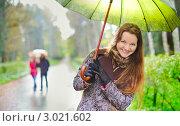 Купить «Красивая девушка под зонтиком в дождливый день», фото № 3021602, снято 23 апреля 2019 г. (c) Петр Малышев / Фотобанк Лори
