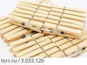Купить «Деревянные прищепки», фото № 3033126, снято 13 октября 2011 г. (c) Александр Подшивалов / Фотобанк Лори