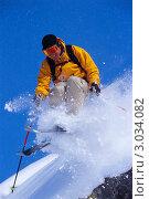 Купить «Активный мужчина катается на лыжах в горах», фото № 3034082, снято 22 сентября 2018 г. (c) Monkey Business Images / Фотобанк Лори