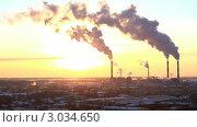 Купить «Дым валит из труб ТЭС на закате», видеоролик № 3034650, снято 23 февраля 2011 г. (c) Гурьянов Андрей / Фотобанк Лори