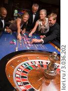 Купить «Компания делает ставки для игры в рулетку», фото № 3036202, снято 3 февраля 2006 г. (c) Monkey Business Images / Фотобанк Лори