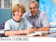 Купить «Улыбающийся учитель с учеником в классе», фото № 3038262, снято 14 октября 2007 г. (c) Monkey Business Images / Фотобанк Лори
