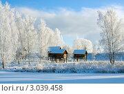 Зимний пейзаж с деревянными домиками на сваях. Стоковое фото, фотограф ElenArt / Фотобанк Лори