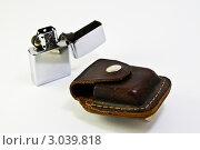Зажигалка с кожаным чехлом. Стоковое фото, фотограф Бадунов Владимир / Фотобанк Лори