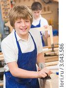 Купить «Ученик с рубанком в руках, урок труда», фото № 3043586, снято 12 февраля 2007 г. (c) Monkey Business Images / Фотобанк Лори