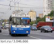 Купить «Москва. Виды города. Троллейбус № 32 едет по Щелковскому шоссе», эксклюзивное фото № 3046666, снято 23 сентября 2011 г. (c) lana1501 / Фотобанк Лори