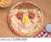 Купить «Улыбающаяся детская  пицца с картофелем фри», фото № 3049654, снято 30 ноября 2007 г. (c) Monkey Business Images / Фотобанк Лори