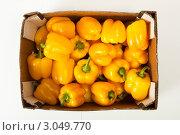 Желтый перец в ящике. Стоковое фото, фотограф Юрий Кочкин / Фотобанк Лори