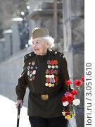 Купить «Москва, ветеран 9 мая на  Манежной площади», эксклюзивное фото № 3051610, снято 9 мая 2011 г. (c) Дмитрий Неумоин / Фотобанк Лори