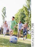 Купить «Игра в футбол большой дружной семьи в парке», фото № 3051798, снято 3 мая 2007 г. (c) Monkey Business Images / Фотобанк Лори