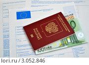 Купить «Российский заграничный паспорт, купюры евро и анкета на шенгенскую визу», фото № 3052846, снято 7 декабря 2011 г. (c) Александр Стулов / Фотобанк Лори