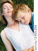 Купить «Мама с сыном отдыхают, лежа на траве», фото № 3055054, снято 19 октября 2019 г. (c) Monkey Business Images / Фотобанк Лори