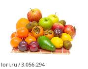 Купить «Натюрморт свежих фруктов на белом фоне», фото № 3056294, снято 4 апреля 2020 г. (c) Ласточкин Евгений / Фотобанк Лори