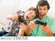 Купить «Мужчина и мальчик переключают каналы на пульте дистанционного управления», фото № 3056526, снято 1 февраля 2006 г. (c) Monkey Business Images / Фотобанк Лори