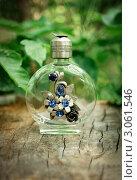 Декоративный парфюмерный флакон. Стоковое фото, фотограф Юлия Нигматова / Фотобанк Лори