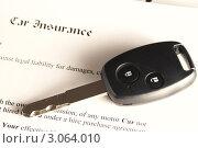Купить «Автомобильный ключ лежит на страховом полисе», фото № 3064010, снято 25 февраля 2008 г. (c) Николай Охитин / Фотобанк Лори