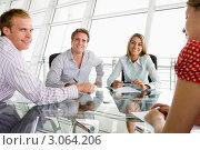 Купить «Четверо бизнесменов в переговорной комнате, улыбаясь, работают с документами», фото № 3064206, снято 29 октября 2006 г. (c) Monkey Business Images / Фотобанк Лори
