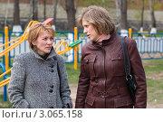 Купить «Разговор двух женщин на улице», эксклюзивное фото № 3065158, снято 1 мая 2007 г. (c) Игорь Низов / Фотобанк Лори