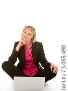 Купить «Портрет деловой женщины перед ноутбуком», фото № 3065490, снято 17 февраля 2019 г. (c) Monkey Business Images / Фотобанк Лори