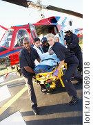 Купить «Медработники везут пациента на каталке от вертолета», фото № 3069018, снято 6 декабря 2005 г. (c) Monkey Business Images / Фотобанк Лори