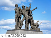 Купить «Памятник первостроителям города в Комсомольске-на-Амуре», фото № 3069082, снято 22 мая 2011 г. (c) Михаил Марковский / Фотобанк Лори