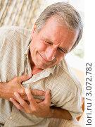Купить «Мужчина держится за грудь», фото № 3072782, снято 31 января 2006 г. (c) Monkey Business Images / Фотобанк Лори