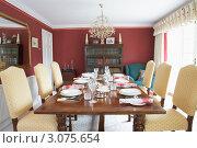 Купить «Интерьер столовой с накрытым столом», фото № 3075654, снято 22 мая 2008 г. (c) Monkey Business Images / Фотобанк Лори