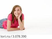 Купить «Улыбающаяся девушка лежит на полу и смотрит в сторону», фото № 3078390, снято 16 апреля 2009 г. (c) Monkey Business Images / Фотобанк Лори