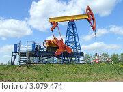 Купить «Нефтяной насос сбоку», фото № 3079474, снято 10 июля 2008 г. (c) Григорий Иваньков / Фотобанк Лори