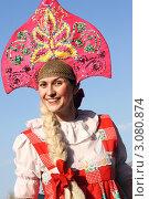 Купить «Улыбающаяся девушка в русском народном костюме», фото № 3080874, снято 7 мая 2010 г. (c) lanych / Фотобанк Лори