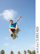 Купить «Парень на скейтборде в прыжке на фоне голубого неба», фото № 3083426, снято 18 августа 2009 г. (c) Monkey Business Images / Фотобанк Лори