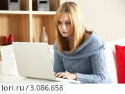 Купить «Светловолосая девушка в вязаном свитере работает за ноутбуком», фото № 3086658, снято 14 ноября 2008 г. (c) Monkey Business Images / Фотобанк Лори