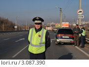 Купить «Сотрудники ДПС на дороге», эксклюзивное фото № 3087390, снято 14 октября 2011 г. (c) Free Wind / Фотобанк Лори