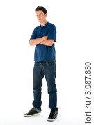 Купить «Тинейджер в синей футболке со сложенными на груди руками», фото № 3087830, снято 10 июля 2008 г. (c) Monkey Business Images / Фотобанк Лори
