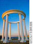 Арка с колоннами. Стоковое фото, фотограф Sviatoslav Homiakov / Фотобанк Лори