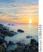 Нежный закат. Каменистый морской берег. Стоковое фото, фотограф Sviatoslav Homiakov / Фотобанк Лори