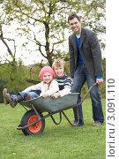 Купить «Отец везет своих веселых детей в садовой тачке», фото № 3091110, снято 17 октября 2009 г. (c) Monkey Business Images / Фотобанк Лори