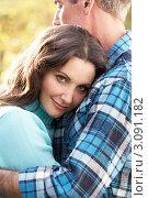 Портрет женщины, обнимающей мужчину, крупным планом. Стоковое фото, фотограф Monkey Business Images / Фотобанк Лори