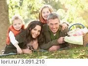 Купить «Портрет счастливой отдыхающей семьи в осеннем лесу», фото № 3091210, снято 18 октября 2009 г. (c) Monkey Business Images / Фотобанк Лори