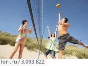 Купить «Две молодые девушки и парень играют в волейбол на пляже», фото № 3093822, снято 21 января 2018 г. (c) Monkey Business Images / Фотобанк Лори