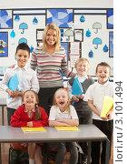 Купить «Симпатичная молодая учительница с детьми в классе», фото № 3101494, снято 6 февраля 2010 г. (c) Monkey Business Images / Фотобанк Лори