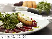 Салат из свеклы с соусом. Стоковое фото, фотограф Dzianis Miraniuk / Фотобанк Лори